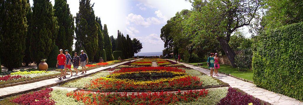 Balchik_Botanic-Gardens-flowers-Regina-Maria-Castle