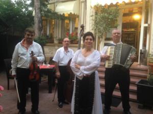 Favorite Restaurant Lautari Fiddlers